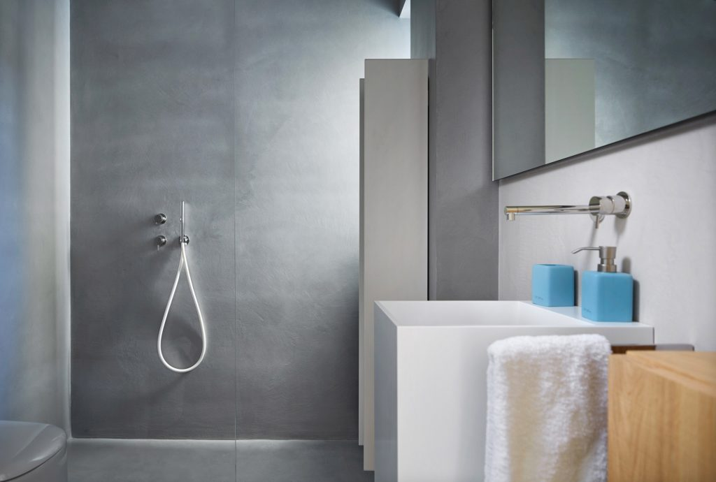 Ideen für die renovierung des bades: moderne boden- und wandbeläge