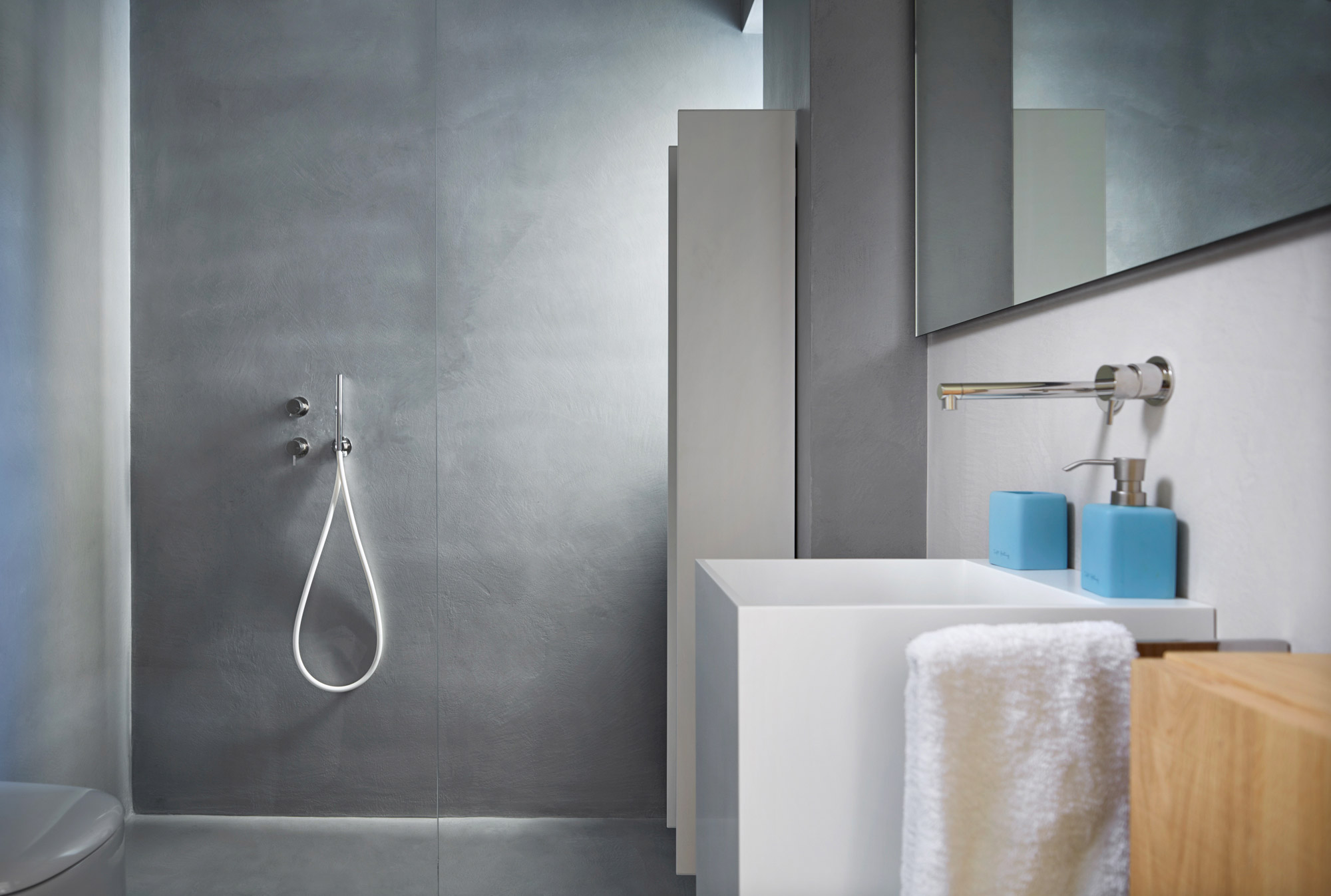 comment cr er une salle de bain sans carrelage ideal work. Black Bedroom Furniture Sets. Home Design Ideas